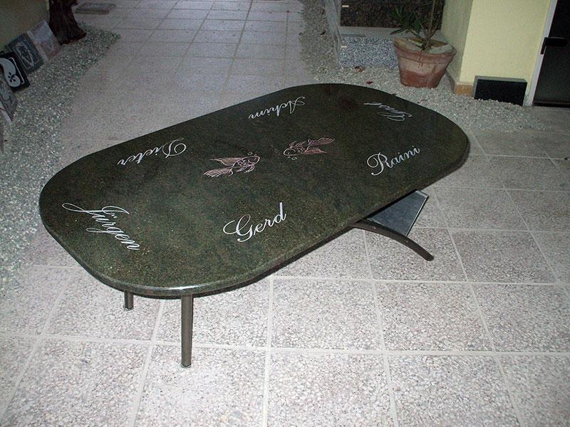 Tisch - aus Kerala Grün-Granit mit individueller Gestaltung